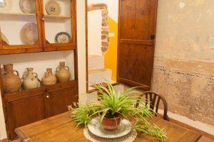 Canterero y pared antigua